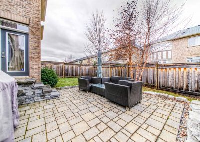 3392 Skipton Lane Oakville - Yard-(1)