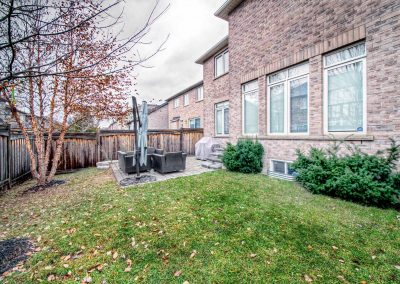 3392 Skipton Lane Oakville - Yard-(3)